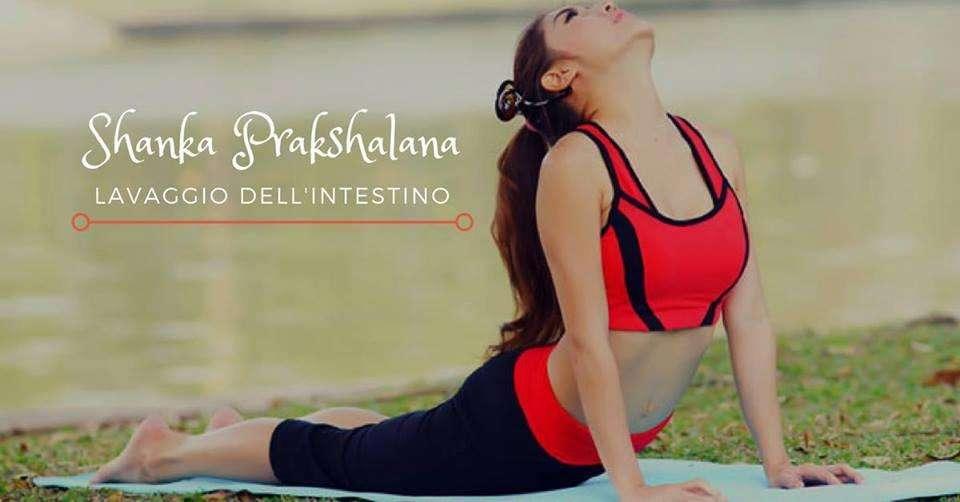 Pulizia dell'Intestino Lavaggio Intestinale Shanka PrakShalana Yoga acqua e sale